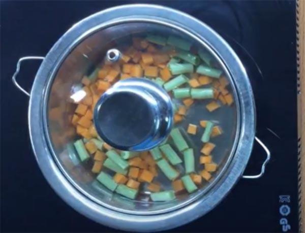 Đậu cu ve cà rốt cho bé ăn dặm