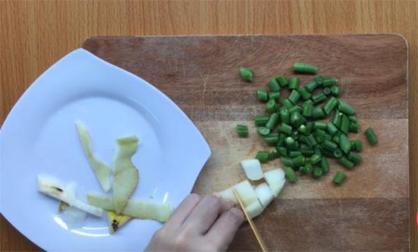 Cách chế biến hỗn hợp ăn dặm lê đậu cô ve