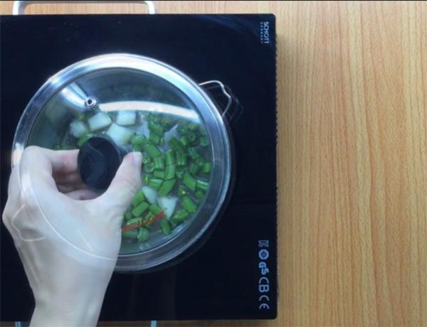 Cách chế biến hỗn hợp ăn dặm lê đậu cô ve (1)