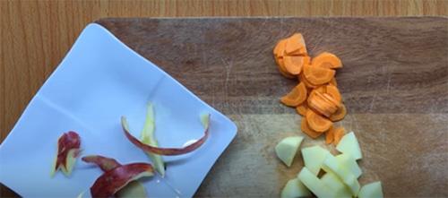 Cách làm hỗn hợp táo cà rốt cho bé ăn dặm