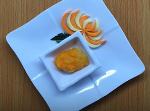 Cách làm hỗn hợp táo cà rốt cho bé ăn dặm (1)