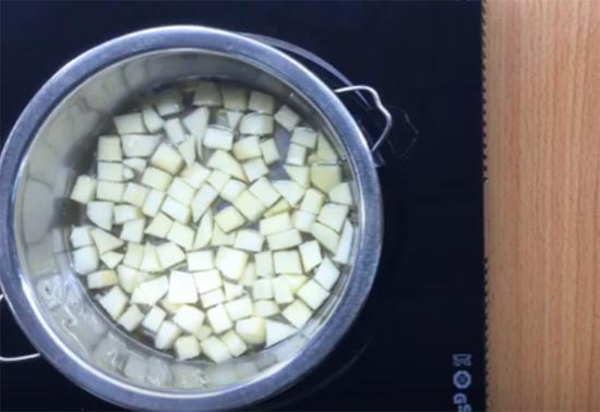Cách làm hỗn hợp táo xoài cho bé ăn dặm (1)