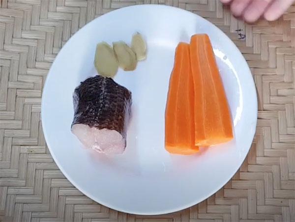 Cháo cá lóc cà rốt cho bé ăn dặm