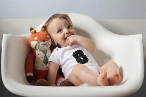 Sự phát triển của bé 8 tháng tuổi như nào?
